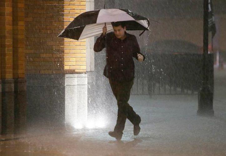 Lluvias, tornados, nieve... el clima cambiante y 'loco' ha dejado más de 10 muertos en Texas, Estados Unidos. (Associated Press)