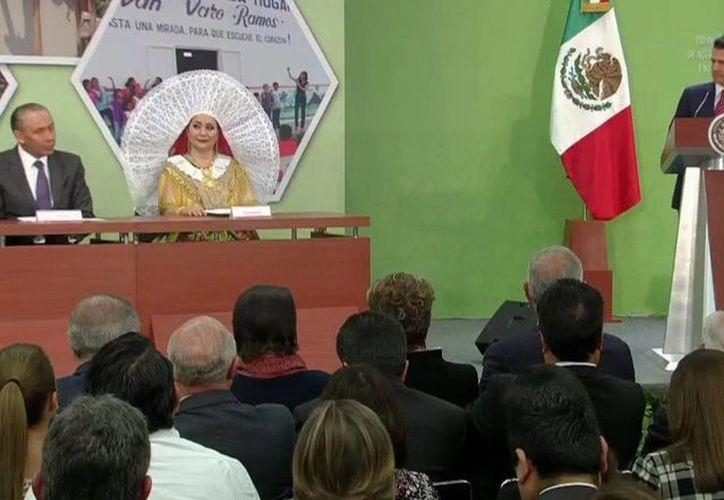 Imagen del presidente Enrique Peña Nieto al dirigir un mensaje en el marco del Premio Nacional de Acción Voluntaria y Solidaria 2016.  (@PresidenciaMX)