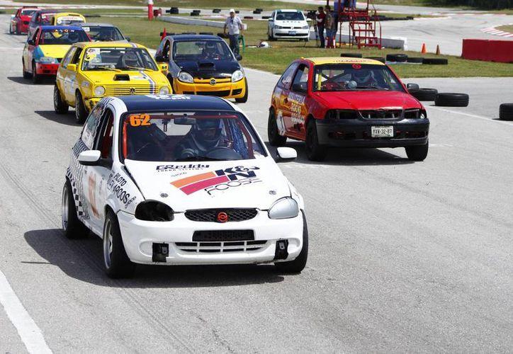 El campeonato inició con 14 vehículos en la categoría Súper Turismo 1800 c.c. (Raúl Caballero/SIPSE)