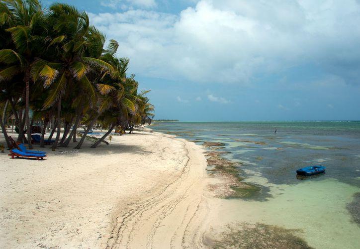 Acudir a una playa nudista es una experiencia que sin duda deberías vivir alguna vez. (huffingtonpost)