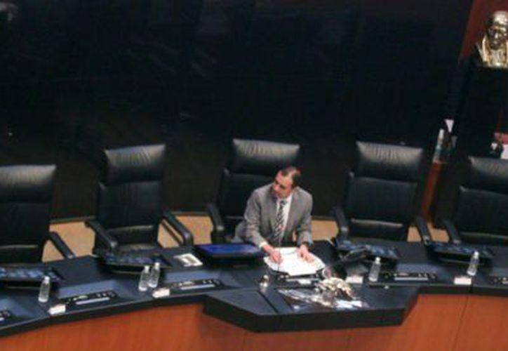 La ausencia de 83 legisladores de todos los partidos derivó  la cancelación. (Foto: Aristegui Noticias)