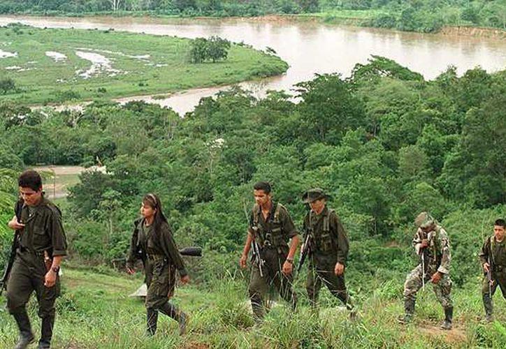Colombia lleva cinco décadas viviendo un conflicto interno que ha dejado más de 220 mil muertos, en una confrontación militar con los grupos armados de la FARC. (Archivo de Agencias)