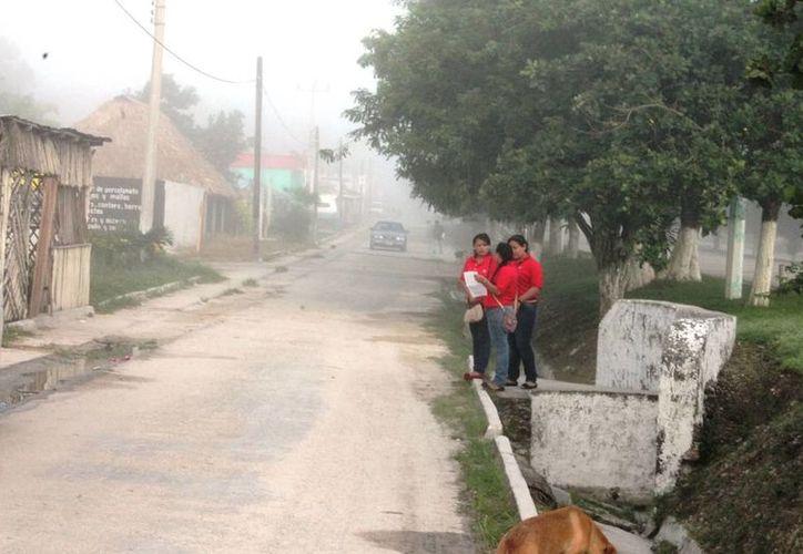 Los habitantes de la zona limítrofe entre Quintana Roo y Campeche sufren los embates del frente frío número 15. (Edgardo Rodríguez/SIPSE)