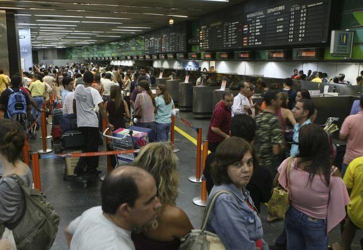 El gobierno de Costa Rica estableció un cobro de dos dólares al ingreso y salida del país. (EFE)