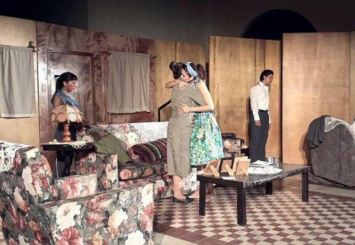 La obra de teatro refleja los problemas familiares cuando sus integrantes migran a EU. (Milenio Novedades)