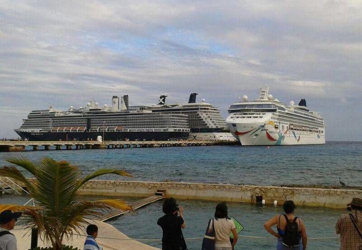 El puerto de Mahahual, en la Grand Costa Maya, ocupa el segundo lugar con mayor número de arribos de cruceros a nivel nacional. (Archivo/SIPSE)