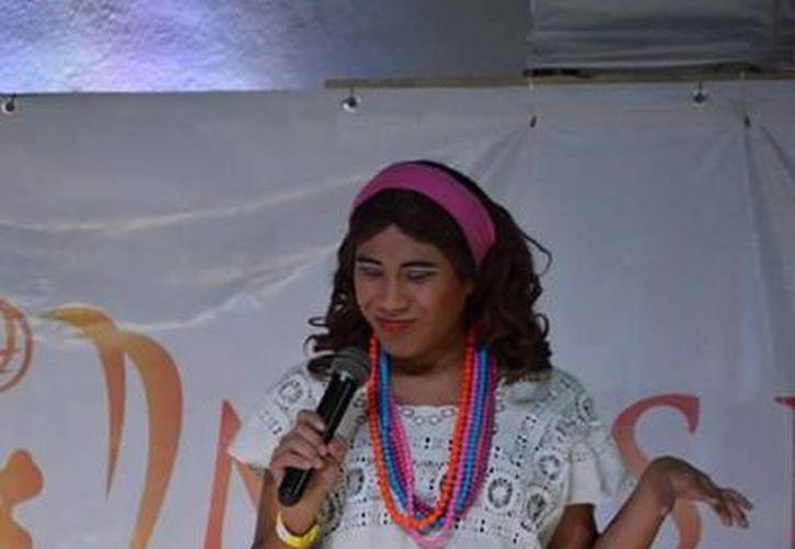 Denis Palomo tiene 18 años y se viste de mestiza para dar vida a Candelaria de la Santa Cruz. (Alejandra Flores/SIPSE)