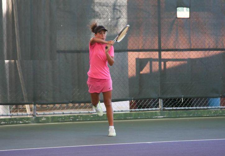 Se desarrollaron las actividades de la cuarta jornada de tenis. (Raúl Caballero/SIPSE)