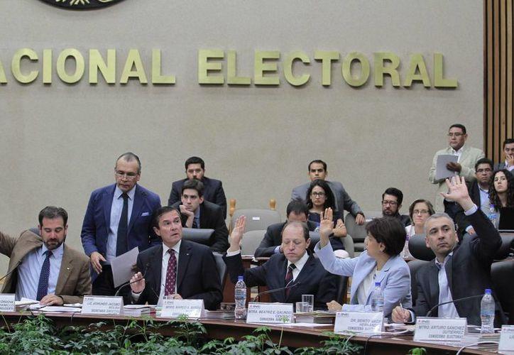 El Consejo General del Instituto Nacional Electoral aprobó la estrategia de capacitación y asistencia electoral para las elecciones locales de 2016. (Archivo/Notimex)