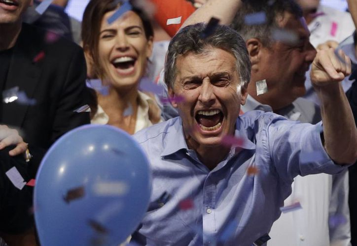 Mauricio Macri acabó este domingo con más de 12 años del Kirchnerismo en Argentina al imponerse en la segunda vuelta electoral. (AP)