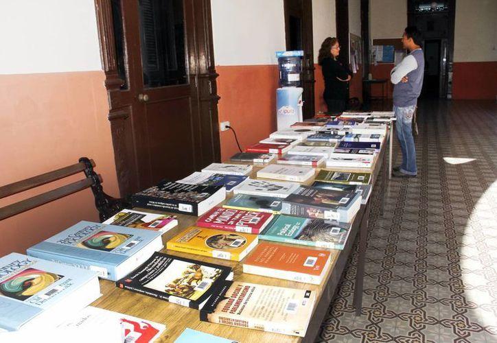 Los libros están a la mano de estudiantes e investigadores. (Juan Albornoz/SIPSE)