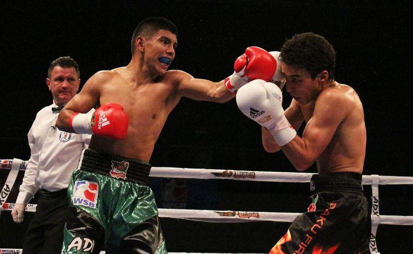 Joselito hizo gala de su buena técnica para dominar en los cinco asaltos a Magomed Ibiyev. (Redacción/SIPSE)