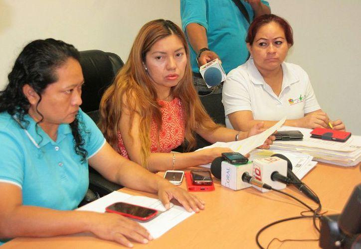 La Coordinadora del MPFC, Estela Tún Chan y la agente judicial María Oxté Graniel, dieron a conocer los detalles del caso. (Irving Canul/SIPSE)