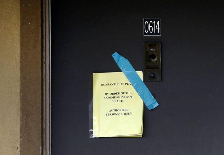 Las autoridades prohibieron el paso a la casa que habitaba Thomas Eric Duncan, el primer paciente de ébola en América, quien murió este miércoles. (AP)