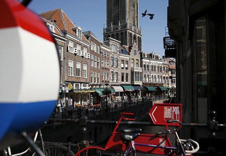 A quien quiera vivir en Utrecht, Holanda, se le regalan de renta 1,000 dólares mensuales. En realidad es un experimento. (Wikipedia.org)