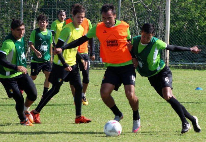 """Saúl Villalobos asegura """"estoy a las órdenes de todo el cuerpo técnico y el entrenador Marcelo Michel Leaño, sin duda estoy listo para iniciar el torneo"""". (Milenio Novedades)"""