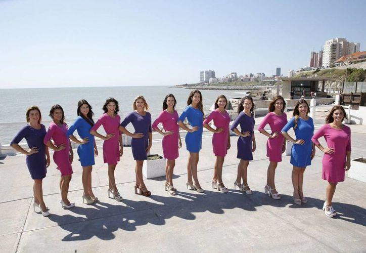 Las doce finalistas de 2016 a Reina Nacional del Mar, en Mar del Plata, Argentina. (Foto tomada de elpais.com)