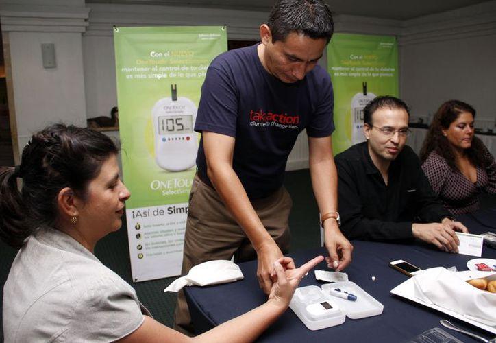 El automonitoreo es fundamental para el tratamiento de la diabetes. (Juan Carlos Albornoz/SIPSE)