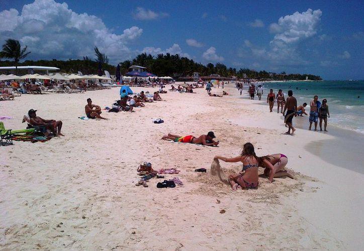 El pasado fin de semana la sensación térmica en Playa del Carmen alcanzó los 37 grados centígrados, con sol presente durante el sábado y domingo. (Daniel Pacheco/SIPSE)