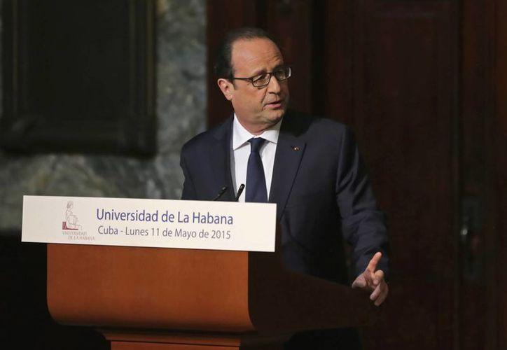 El presidente de Francia Francois Hollande ofreció un discurso en la Universidad de La Habana este lunes. El mandatario realizó una visita oficial a la isla. (AP Foto/Desmond Boylan)