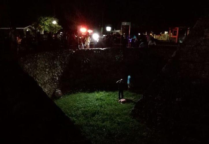 Equipos de rescate auxiliaron a la victima y comenzaron con el rescate (Javier Ortíz/SIPSE)