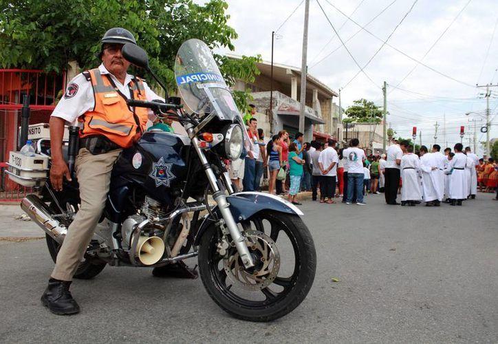 Fueron asignados 20 policías para los recorridos en la ciudad. (Yajahira Valtierra/SIPSE)