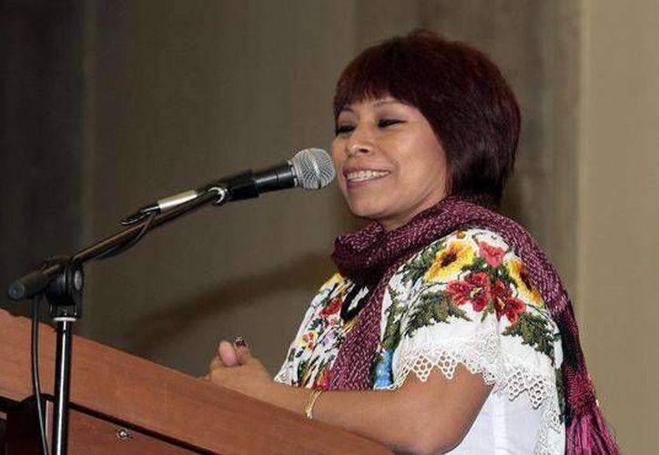 La escritora yucateca, Marisol Ceh Moo, afirmó que los escritores del estado buscan reforzar el cada vez menor uso de la lengua maya por medio de la creación literaria. (Archivo Notimex)