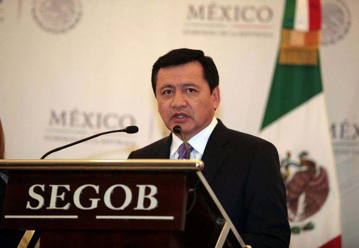 Miguel Ángel Osorio Chong ratificó el compromiso del gobierno de mantener diálogos abiertos con los maestros, pero sin presiones. (Archivo/Notimex)