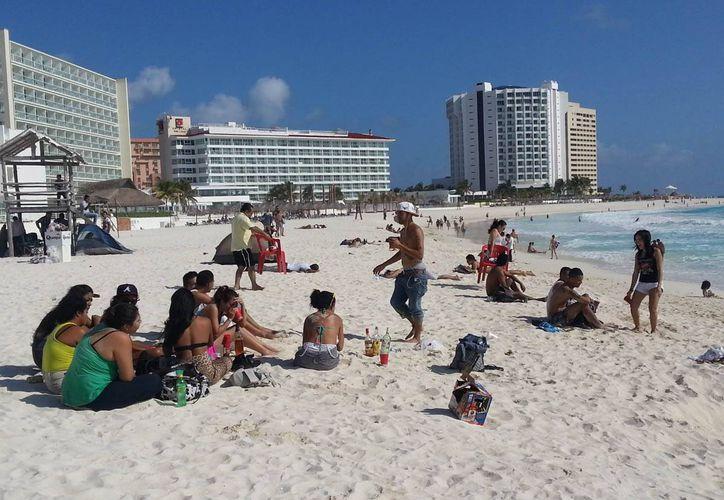 Playas del caribe mexicano no tienen alerta vigente para los turistas americanos. La imagen es de una playa de Cancún, Quintana Roo.(Archivo/SIPSE)