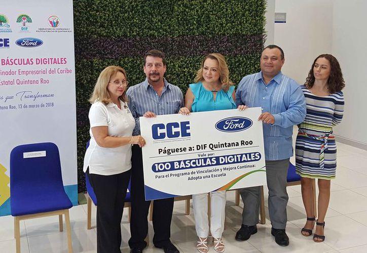 Las básculas fueron entregadas ayer en Cancún. (Jesús Tijerina/SIPSE)