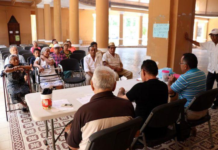 Muchos adultos mayores son relegados incluso por sus familias. (Daniel Sandoval/Milenio Novedades
