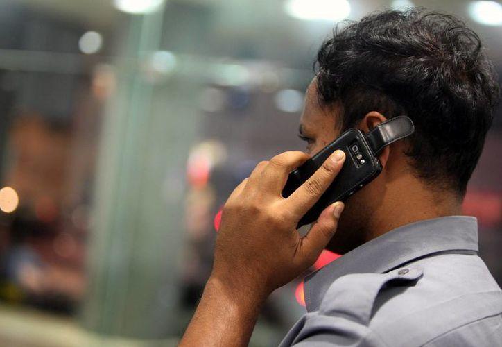 América Latina fue la segunda región con mayor aumento en ventas de celulares inteligentes entre abril y junio pasados. (EFE)