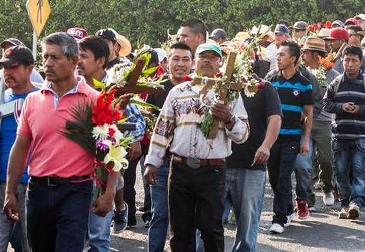 Seis peregrinos religiosos murieron y otros once están heridos luego de ser atropellados en una carretera de Querétaro. (Foto de contexto tomada de amqueretaro.com)