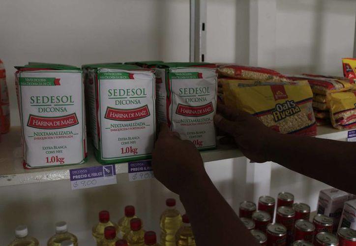 Benefician con el nuevo centro a más de dos mil familias con productos básicos. (Harold Alcocer/SIPSE)