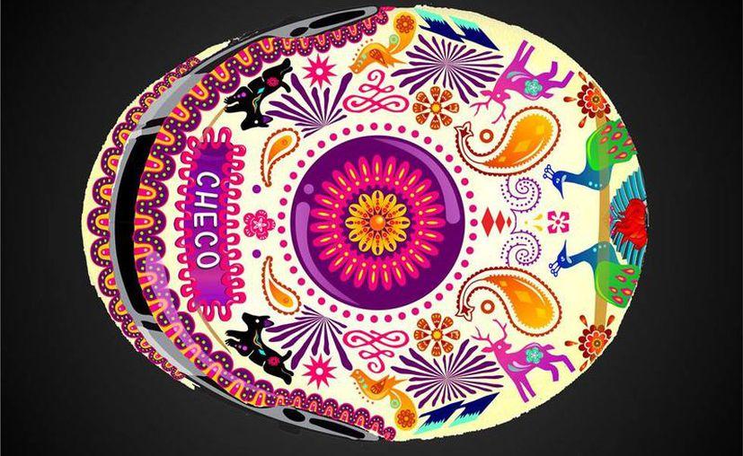 El diseñador Juan Francisco Sánchez Zeferino, el casco 'Amor Eterno', con el que Sergio 'Checo' Pérez correrá el Gran Premio de México, el dibujo está basado en las famosas 'calaveritas' mexicanas, tradicionales en Día de Muertos, fecha en que se celebrará la carrera. (NTX/Archivo)