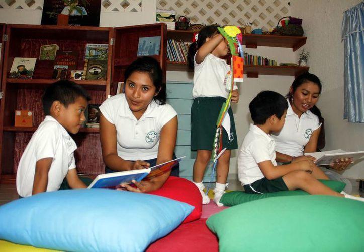 Mediadoras de lectura se capacitan a través de programa nacional. (Juan Albornoz/SIPSE)