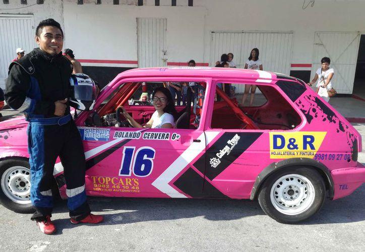 El piloto Orlando Cervera Canul dijo que le gustado la velocidad. (Raúl Caballero/SIPSE)