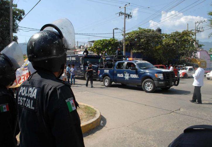 Entre las personas exoneradas de los delitos de delincuencia organizada y contra la salud, se encuentra el ex director, ex jefes de sector y ex oficiales de Seguridad Pública de Cuautitlán Izacalli. (Notimex)