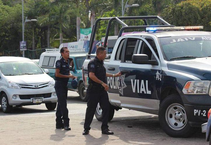 Apenas unos días después de volver a la calles, la Policía Municipal de Acapulco sufrió su primera 'baja': un comando armado mató al comandante operativo Daniel Pérez Crisóstomo. La imagen no corresponde al hecho, es únicamente ilustrativa. (Notimex/Archivo)
