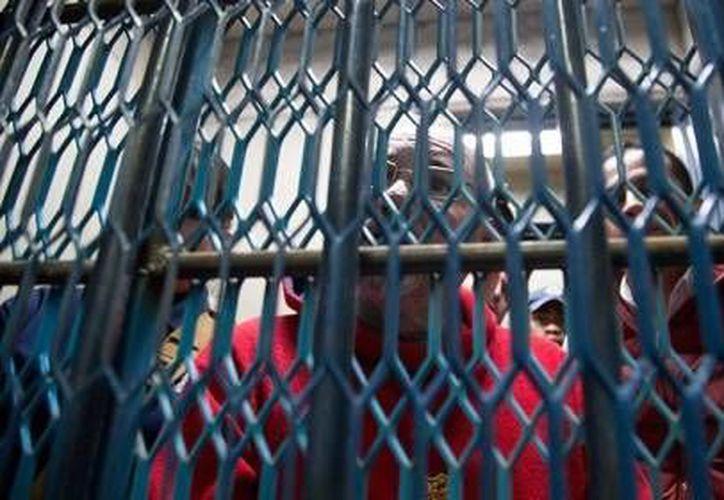 Imagen de Hipólito Mora en prisión, cuando iniciaba su proceso. (www.excelsior.com.mx)
