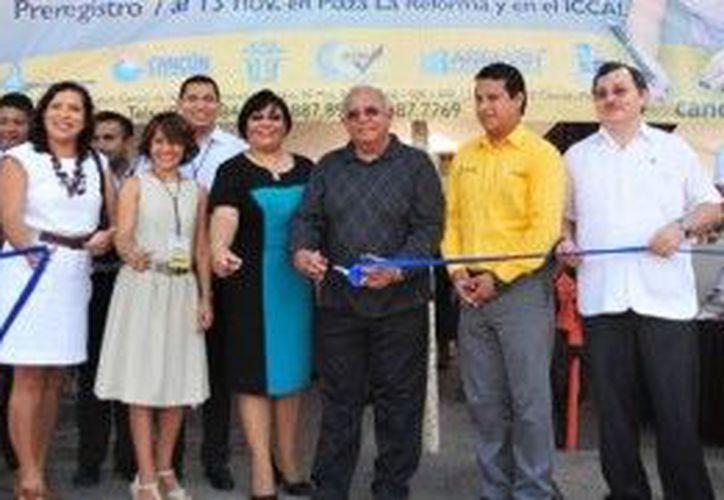 En el corte inaugural de la Segunda Feria del Empleo en Cancún. (Cortesía/SIPSE)