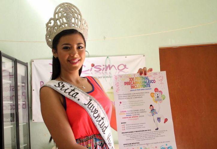 """Alexandra Rueda Hernández, """"Señorita Juventud"""" 2014-2015,  destacó su experiencia de trabajar en Aypadem. (Milenio Novedades)"""