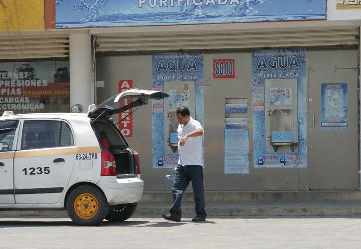 Los comercios que venden agua a granel pasaron la prueba de sanidad en Chetumal. (Harold Alcocer/SIPSE)