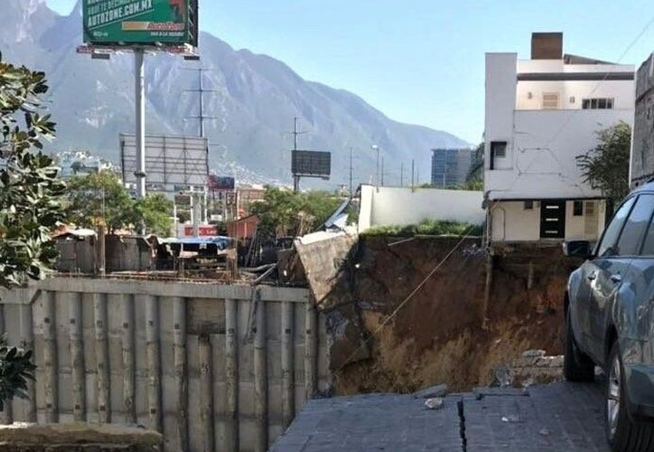 El derrumbe se registró en el fraccionamiento La Antigua. (Foto: Twitter)