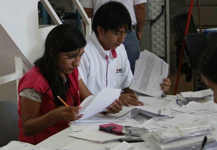 Se trata de un total de 12 mil 992 personas en los tres distritos electorales, para atender un total de mil 856 casillas. (Harold Alcocer/SIPSE)