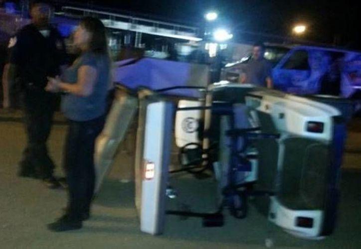 Dentro y fuera del escenario, fans de 'El Komander' destrozaron objetos en un show cancelado en California. (Fotos tomadas de tvnotas.com)