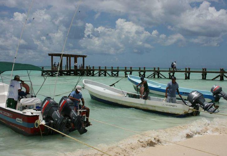 Pescadores de Playa del Carmen solicitan a las autoridades la creación de un puerto de abrigo.  (Carlos Calzado/SIPSE)