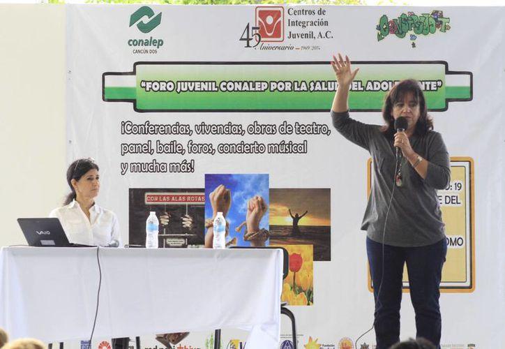 El foro estuvo dirigido a  más de 400 jóvenes de los tres planteles educativos del subsistema. (Sergio Orozco/SIPSE)
