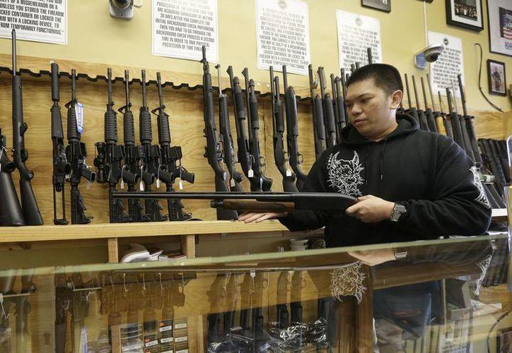 Los legisladores indicaron que el propósito de la medida es evitar que las armas lleguen a manos de criminales. (Archivo/AP)