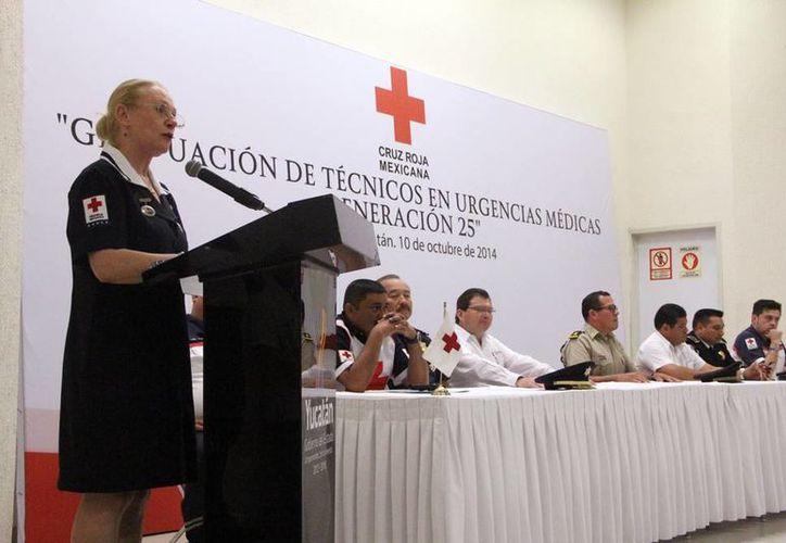 La delegada en Yucatán de la Cruz Roja, Michelle Byrne, ofreció un detallado informe de la situación de la benemérita institución. (José Acosta/SIPSE)